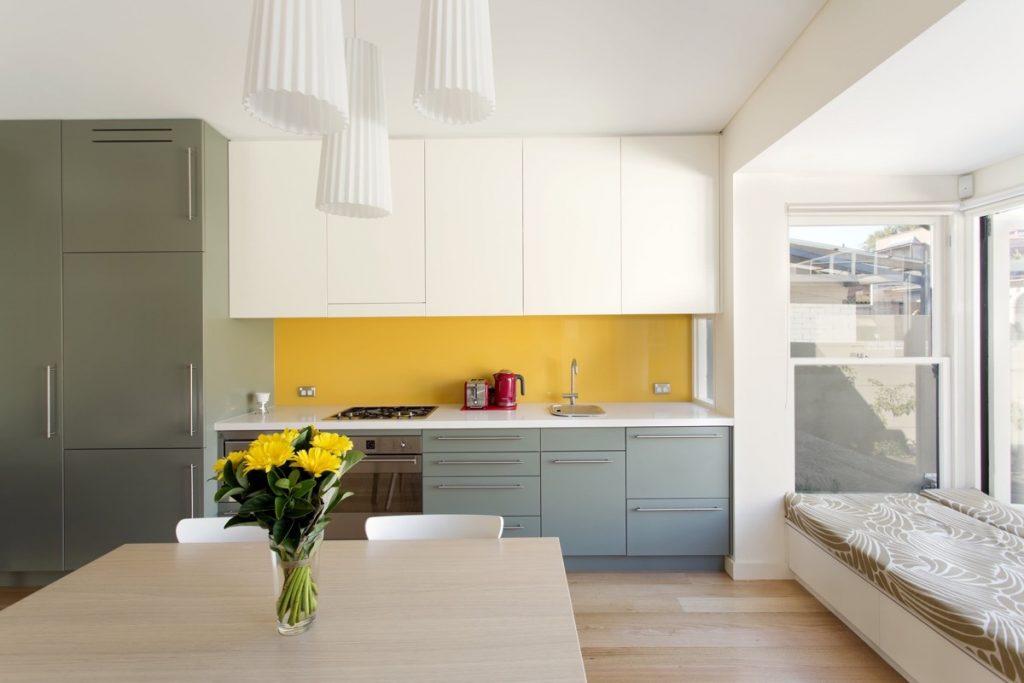 yellow-kitchen-backsplash