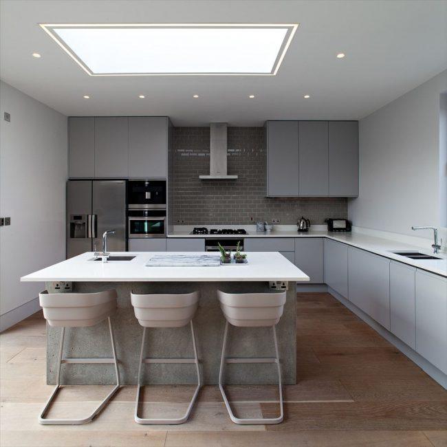Кухня в сиво: избрани класически и модерни дизайни